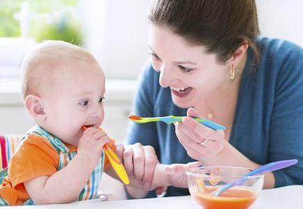 宝宝1岁喂养时间表,吃什么宝宝更健康